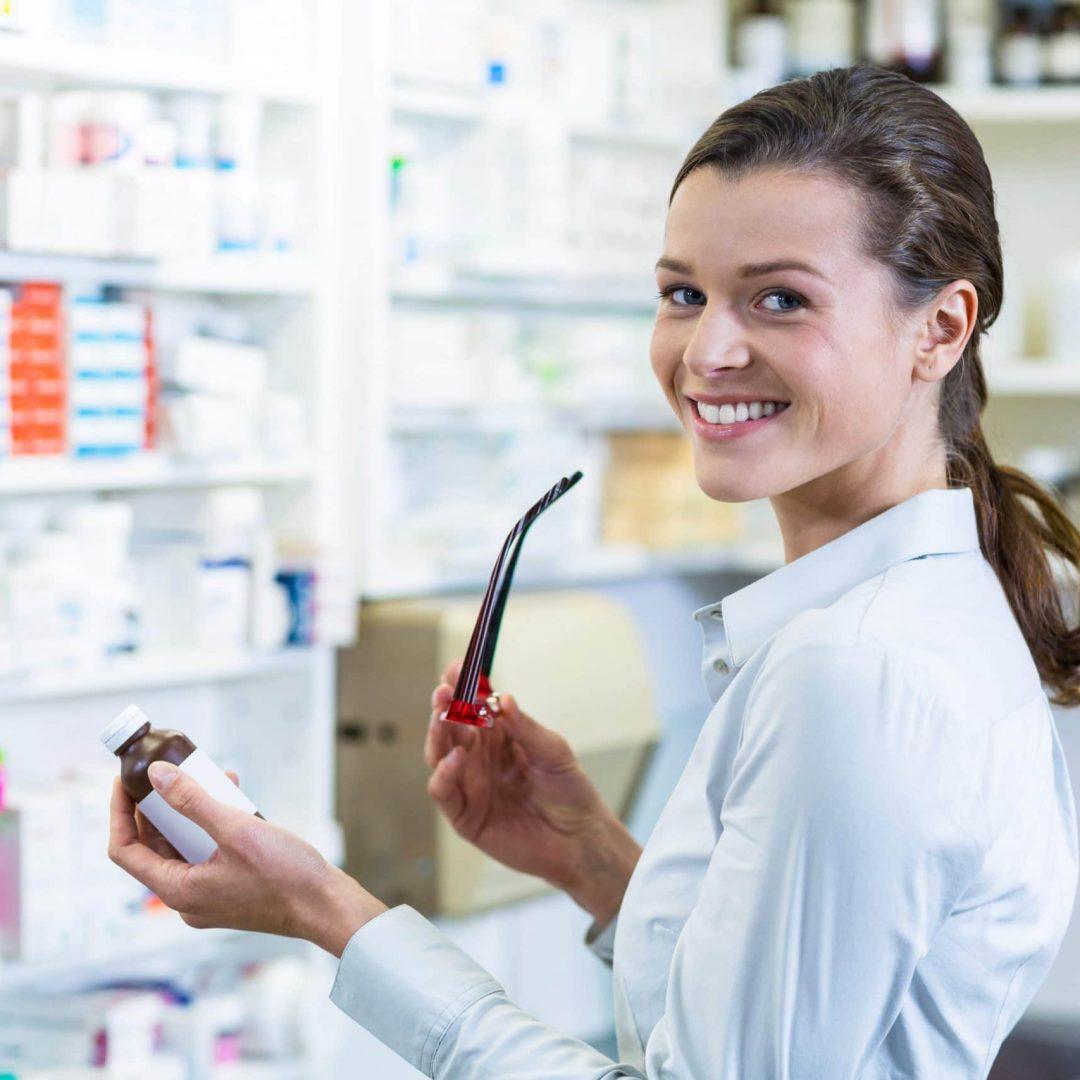 pharmacist-holding-a-medicine-bottle-in-pharmacy-GU8B2DQ-min